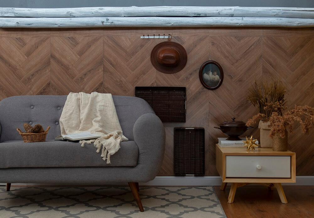 Aposte na decoração afetiva e acrescente móveis e objetos do passado, pois eles certamente irão trazer um toque de conforto para sala de estar. Fonte: Mobly