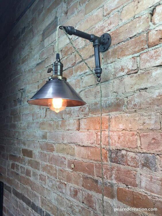 Arandela industrial com parede de tijolinho