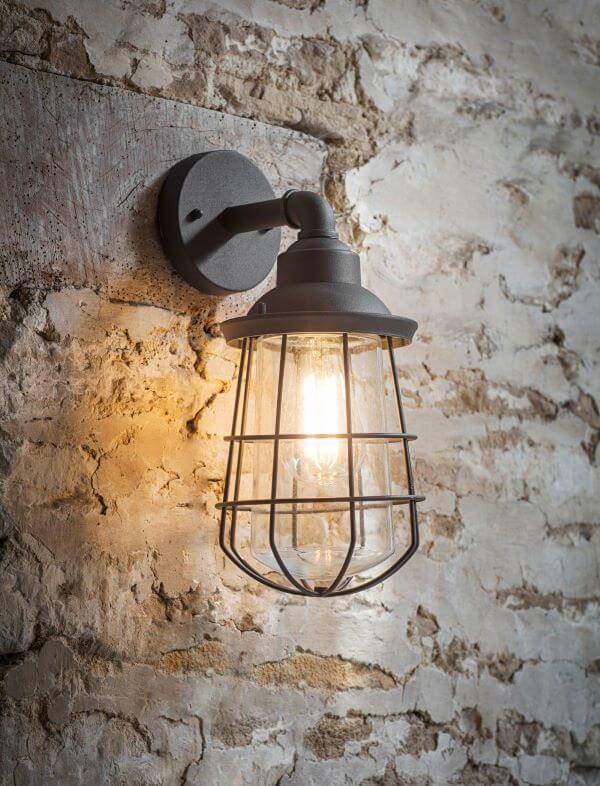 Arandela industrial de ferro com lampada amarela