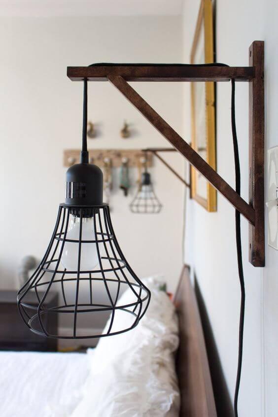 Arandela industrial de ferro na decoração do quarto