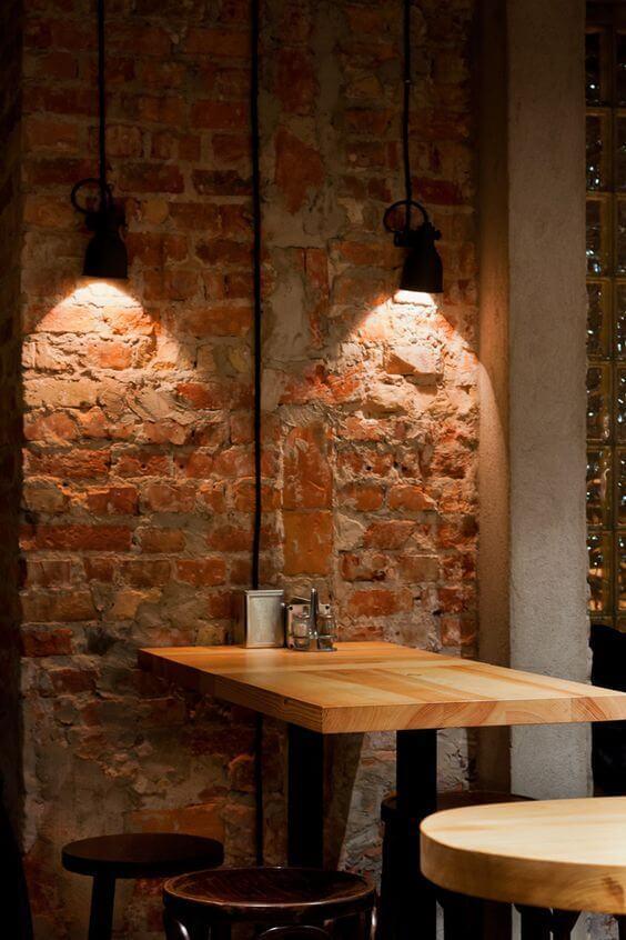 Arandela industrial na mesa de jantar