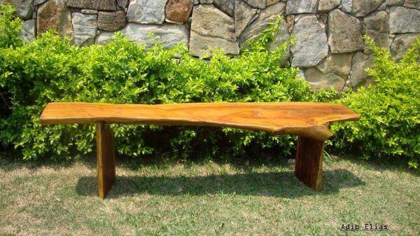 Banco de jardim de madeira