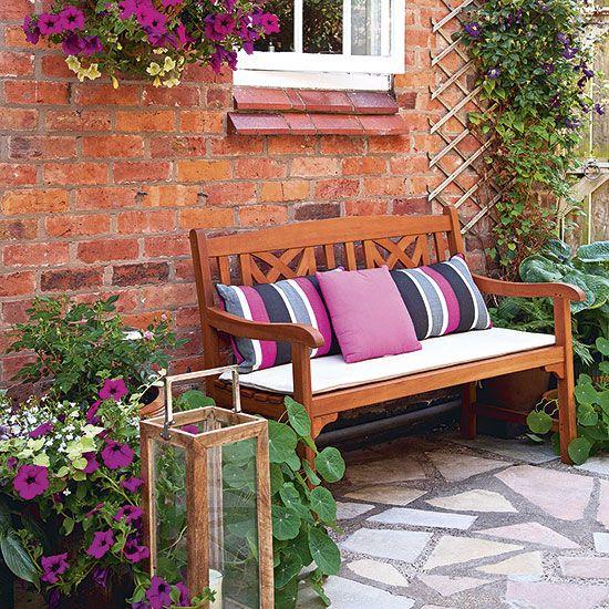 Banco de jardim decorado