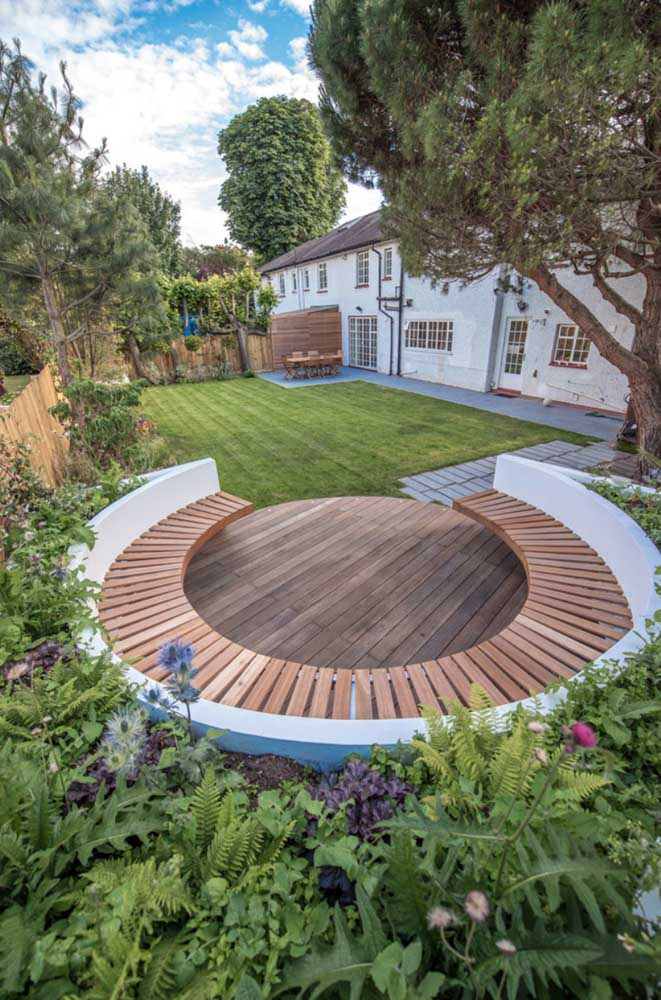 Banco de jardim em circulo