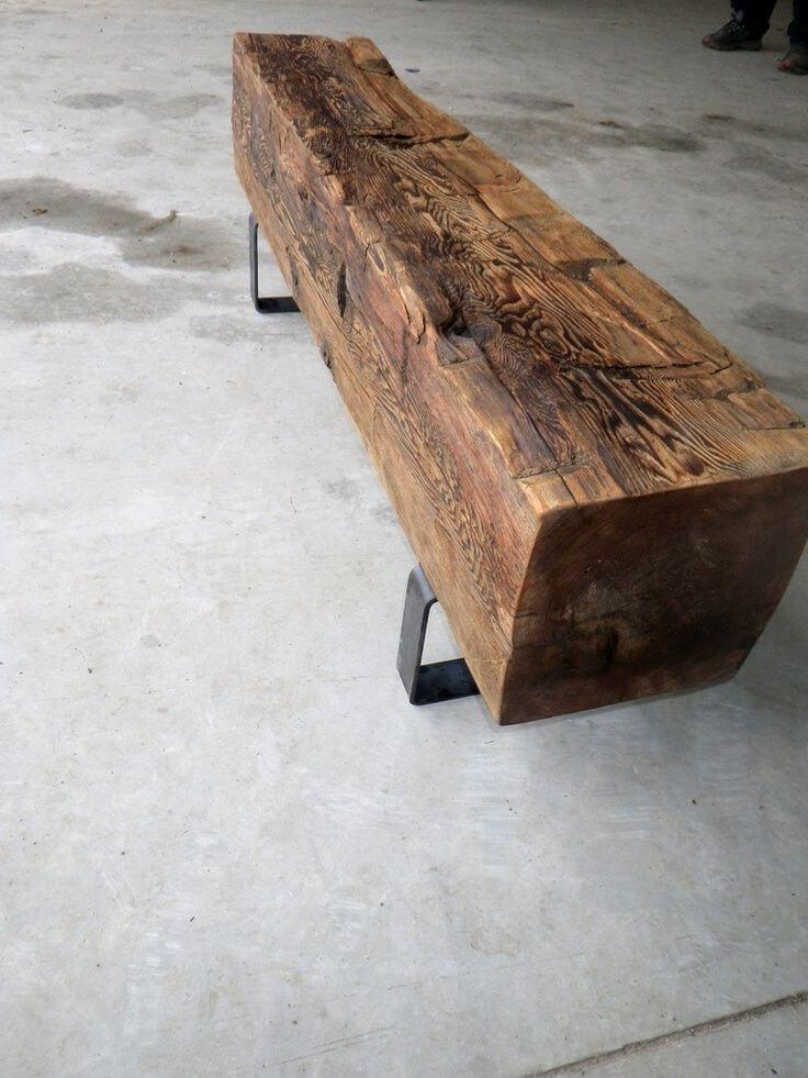 Banco de madeira rústica com pés de madeira na decoração moderna