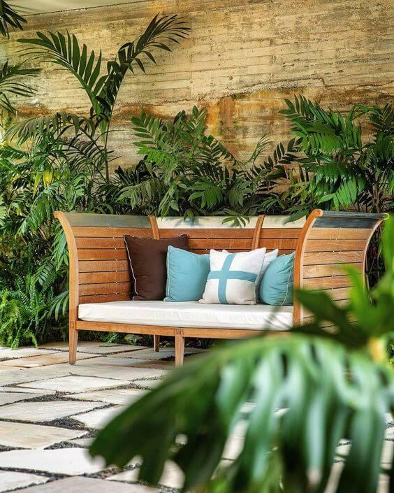 Banco para jardim com almofadas colorida e macias