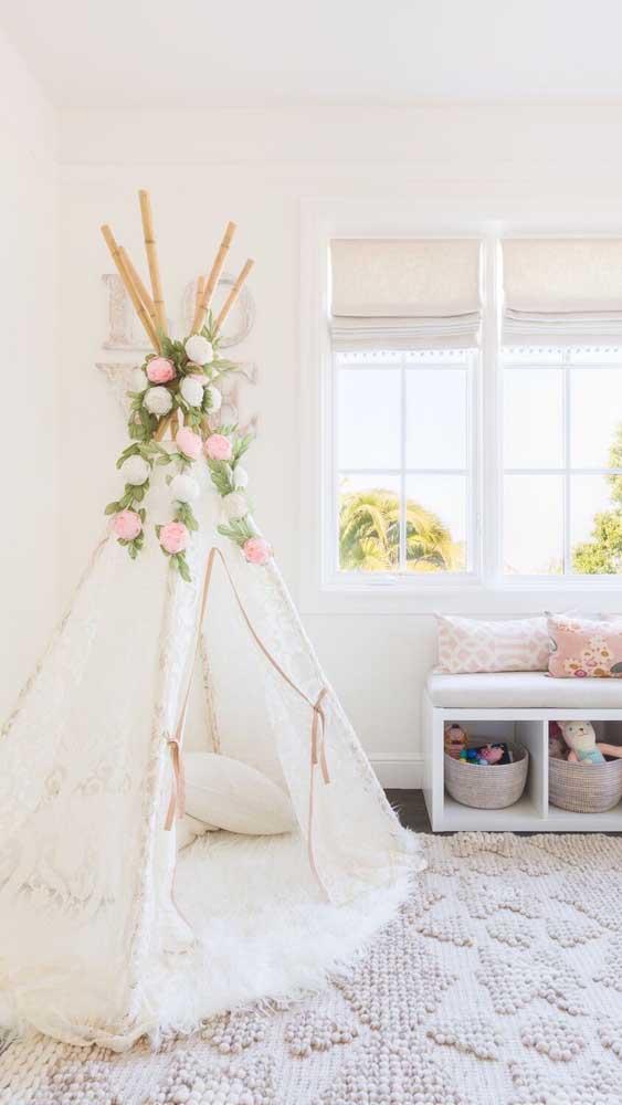 Cabana em casa feita com tecido de renda