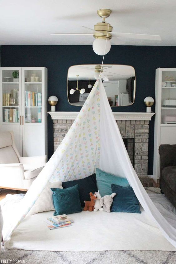 Cabana feita com corda no ventilador de teto