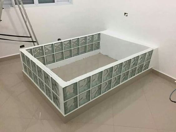 Cama de tijolo de vidro