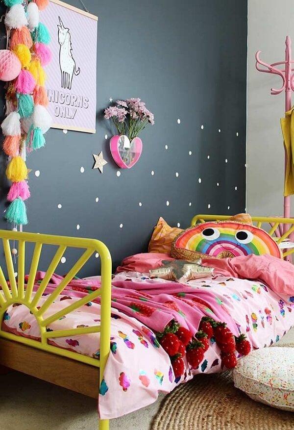 Capa de almofada infantil com formato de arco-íris. Fonte: Revista Viva Decora 2