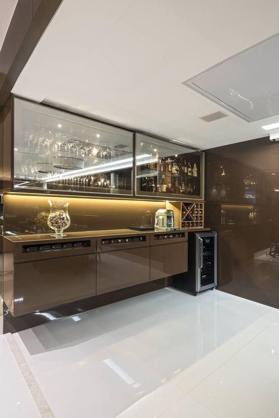 Cristaleira de parede com buffet para sala de estar
