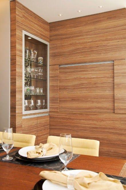 Cristaleira de parede no projeto de armários da sala de jantar