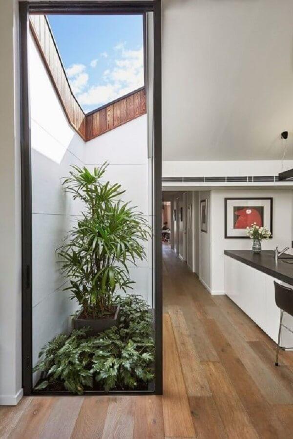 Decoração moderna com piso fosco imitando madeira. Fonte: Pinosy