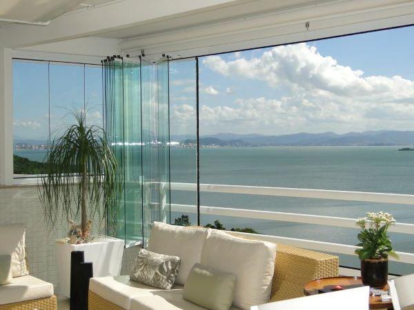 Fechamento de varanda com vidro moderno