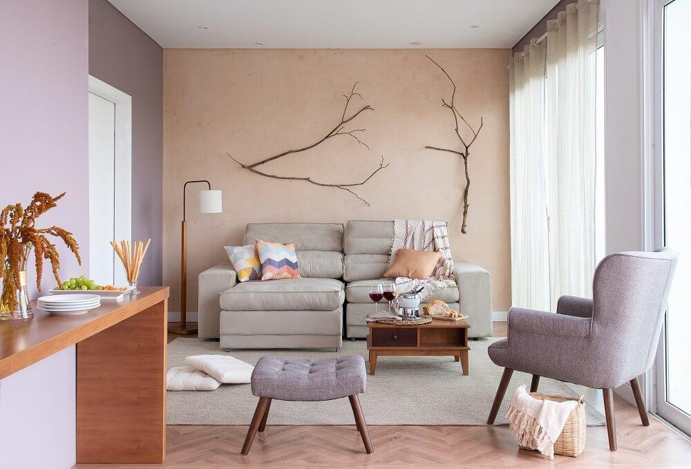 Invista em um tapete que decore e traga conforto para sala de estar. Fonte: Mobly