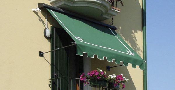 Janela com toldo retratil verde