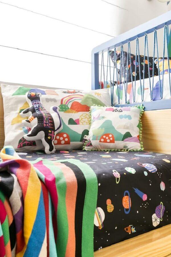 Kit almofadas infantil com design colorido. Fonte: Blog Mooui