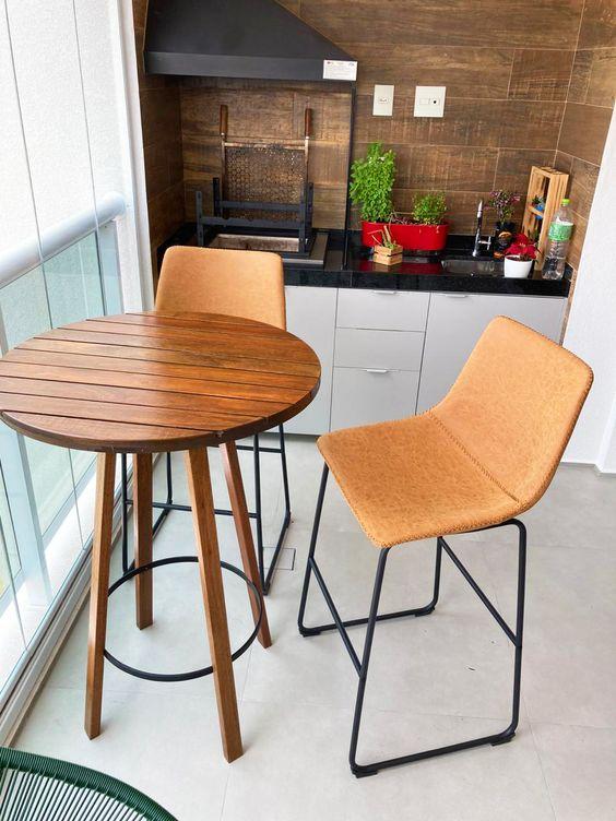 Mesa alta para sacada pequena
