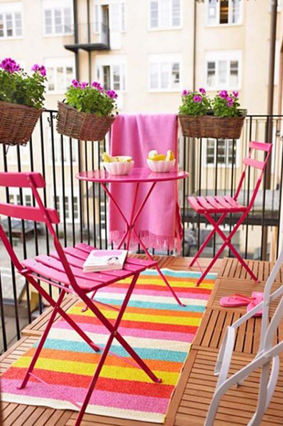 Mesa cor de rosa para sacada colorida e vibrante