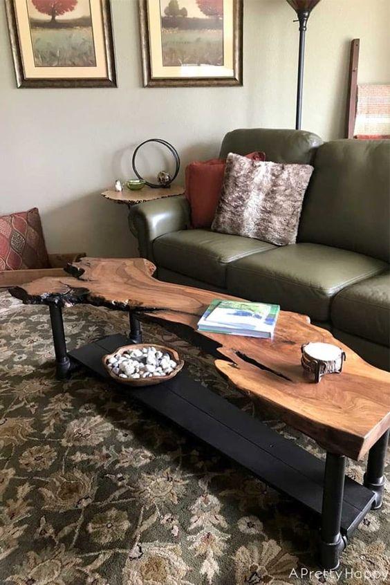 Mesa de centro rustica de madeira e sofá de couro