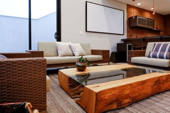 Mesa de centro rustica de madeira e vidro com sofá