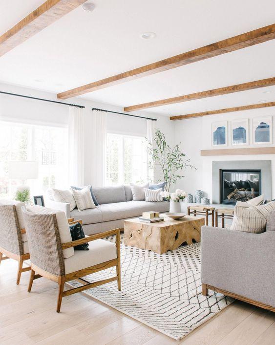 Mesa de centro rustica de madeira para sala clean em cinza e branco