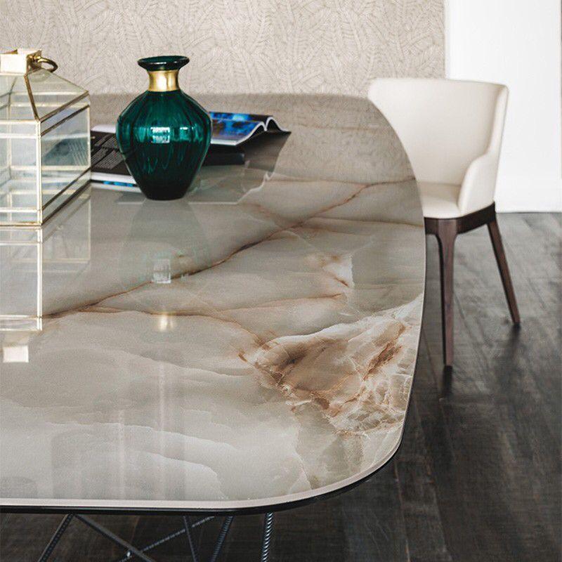 Mesa de granito com estrutura de ferro