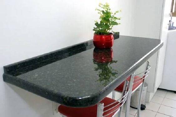 Mesa de granito verde ubatuba na cozinha