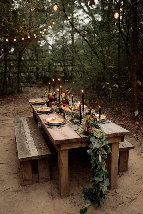Mesa de jantar com banco rústico de madeira
