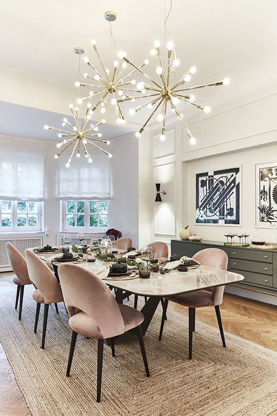Mesa de jantar de granito branca com lustre moderno