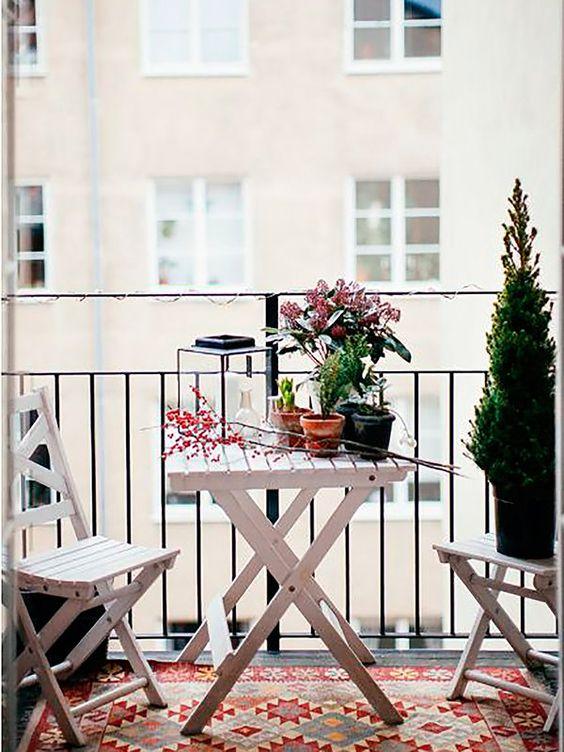 Mesa para sacada branca de madeira