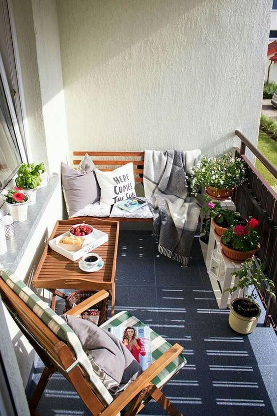 Mesa para sacada com poltronas confortáveis
