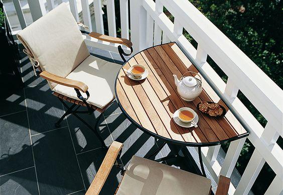 Mesa para sacada dobrável com poltrona de madeira