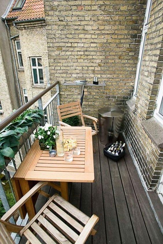 Mesa para sacada dobrável de madeira