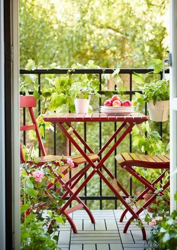 Mesa pra sacada na cor vermelha de ferro