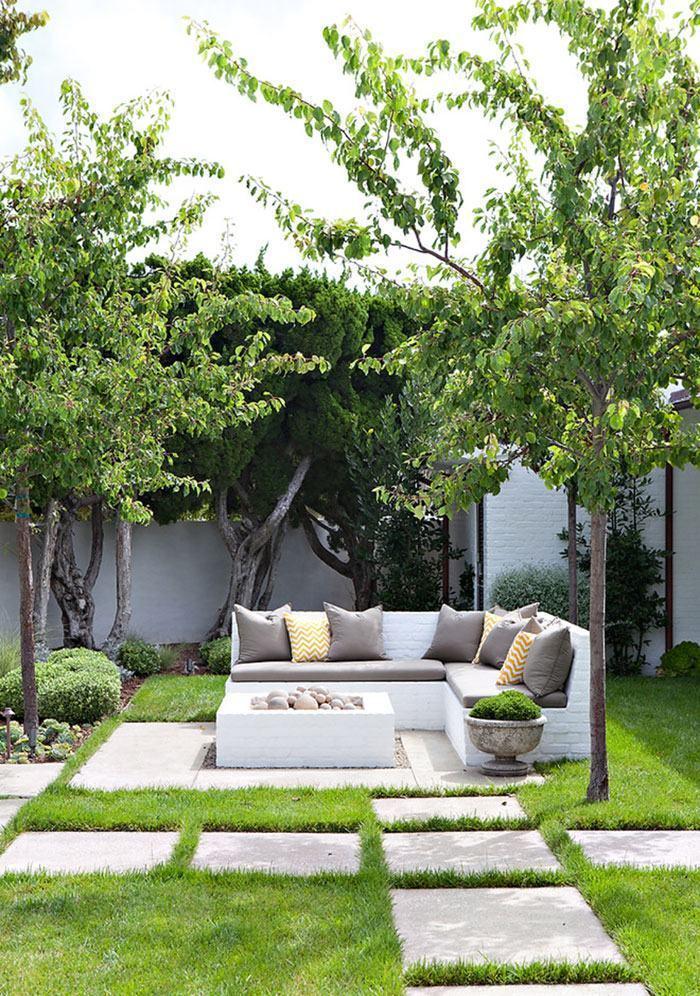 O banco de jardim também pode ficar de tijolos
