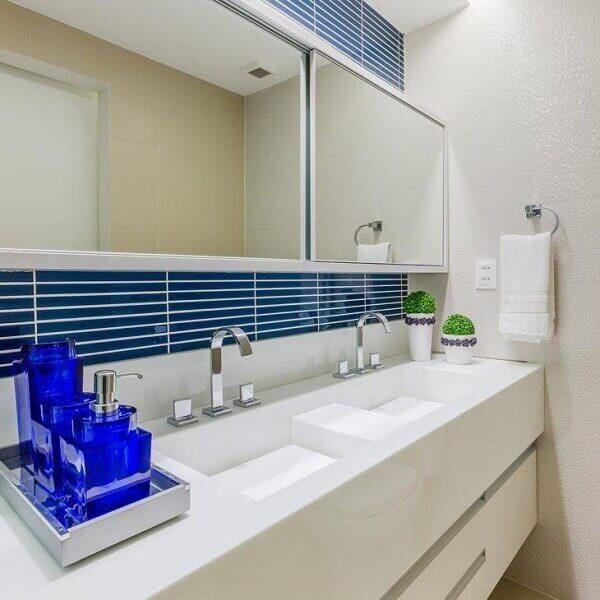 Pia de porcelanato esculpida para banheiro azul e branco