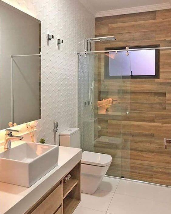 Porcelanato para banheiro branco e amadeirado