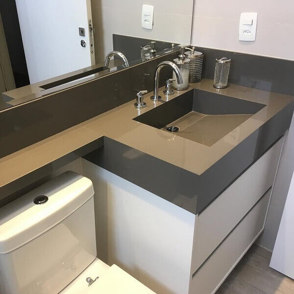 Porcelanato para banheiro de bancada marrom