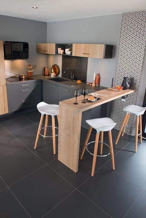 Porcelanato preto com bancada de madeira