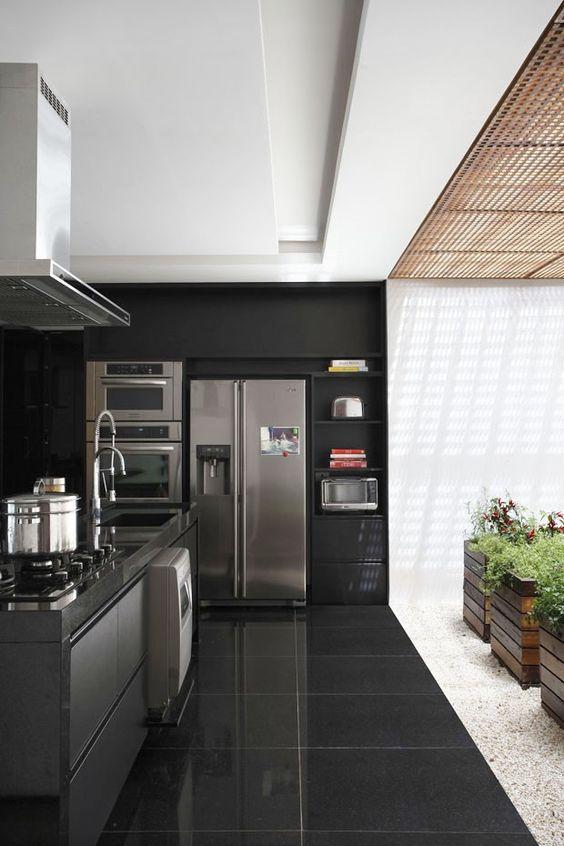 Porcelanato preto na cozinha preta e cinza