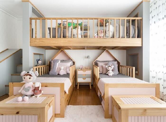 Projeto divertido com escorregador e almofadas decorativas para quarto infantil. Fonte: Pinterest