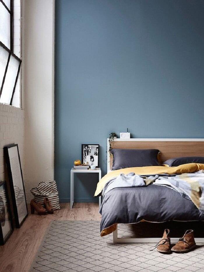 Quarto moderno com piso fosco de madeira. Fonte: Pinterest