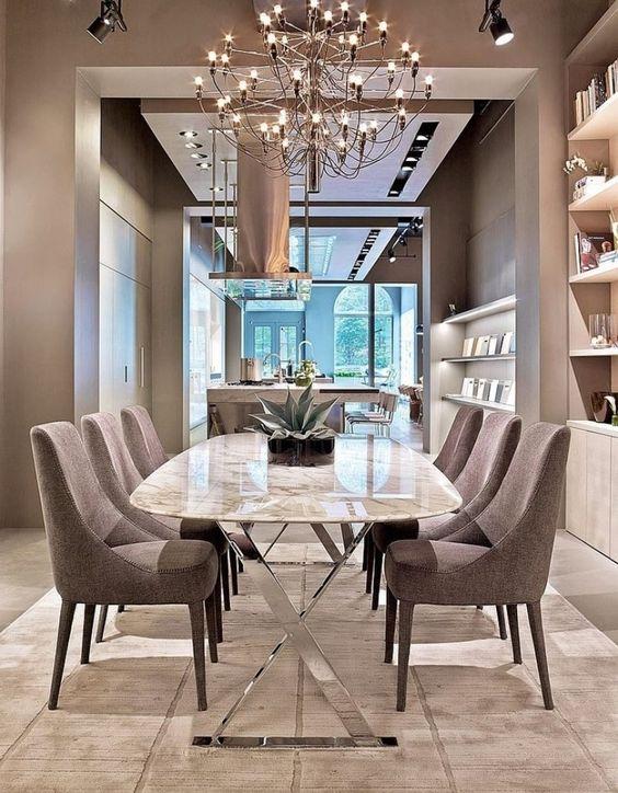Sala com mesa de granito clássica com cadeira cinza