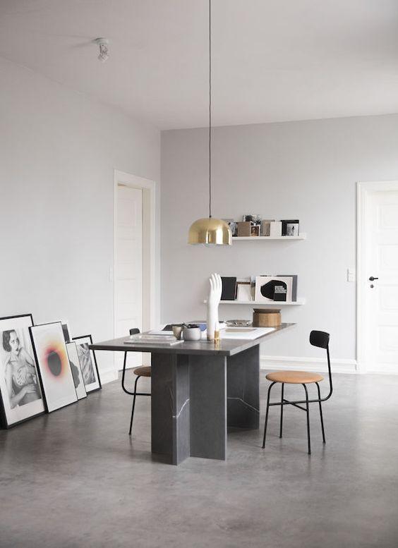 Sala com piso de cimento queimado