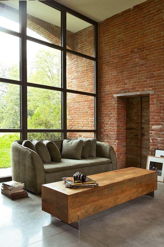 Sala moderna com mesa de centro rustica retangular