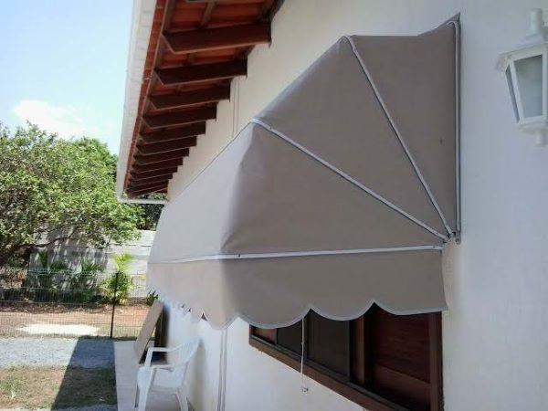 Toldo capota para janela de madeira
