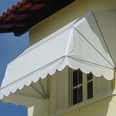 Toldo para janela branca