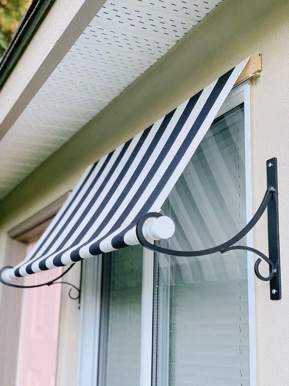 Toldo para janela listrado azul marinho e branco