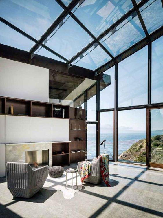 Varanda com cortina de vidro e ferro